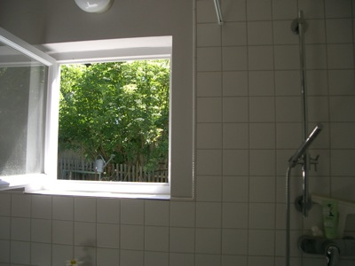 villa hildegard duschen mit polka dots. Black Bedroom Furniture Sets. Home Design Ideas